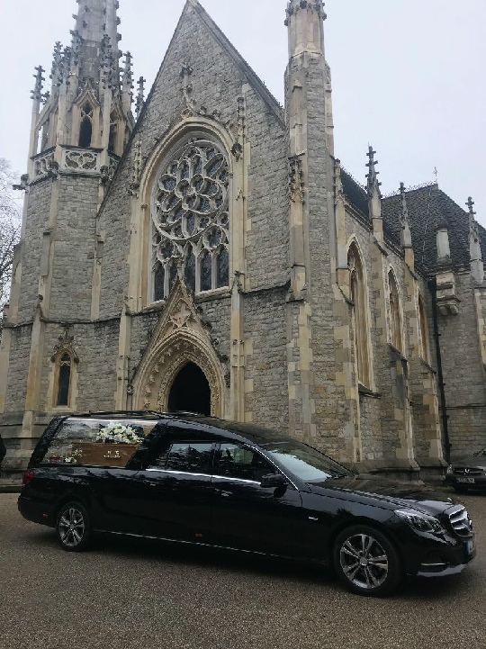 he arrival of the hearse containing Edith Thompson's coffin outside the Anglican Chapel in the City of London Cemetery